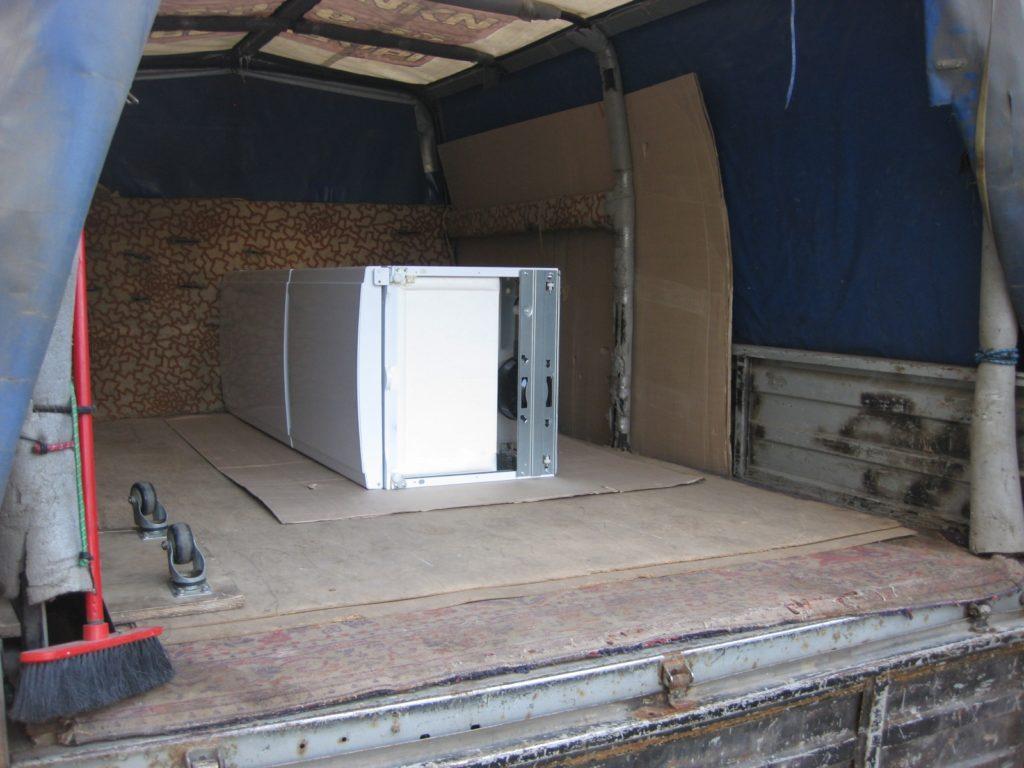 как правильно перевозить холодильник при переезде